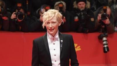 Film Erste Stars treffen am roten Teppich der Berlinale