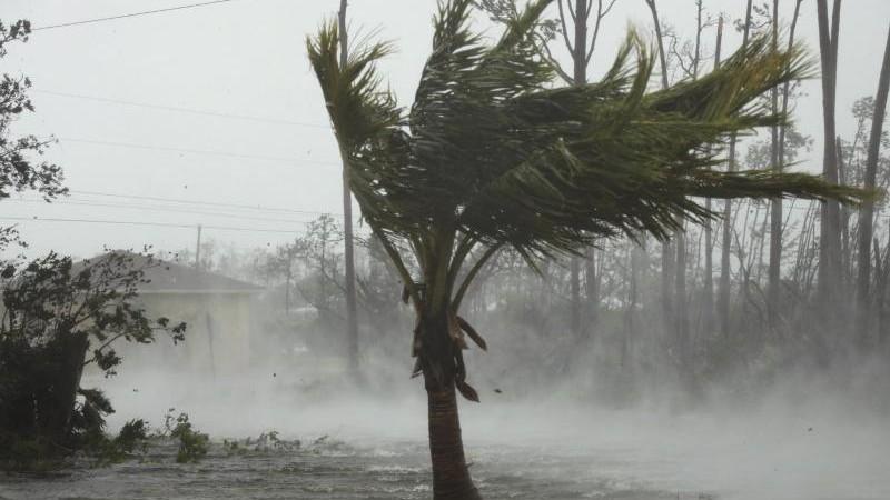 """Extreme Zerstörung befürchtet: """"Dorian"""" wütet mit 270 km/h"""