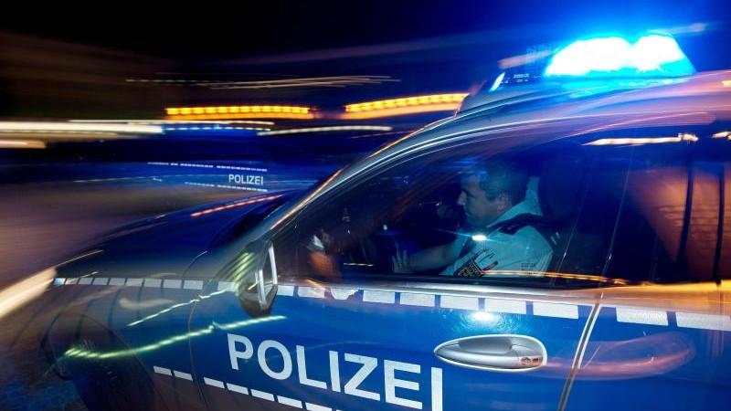 Polizist will Streit schlichten und bricht sich das Bein