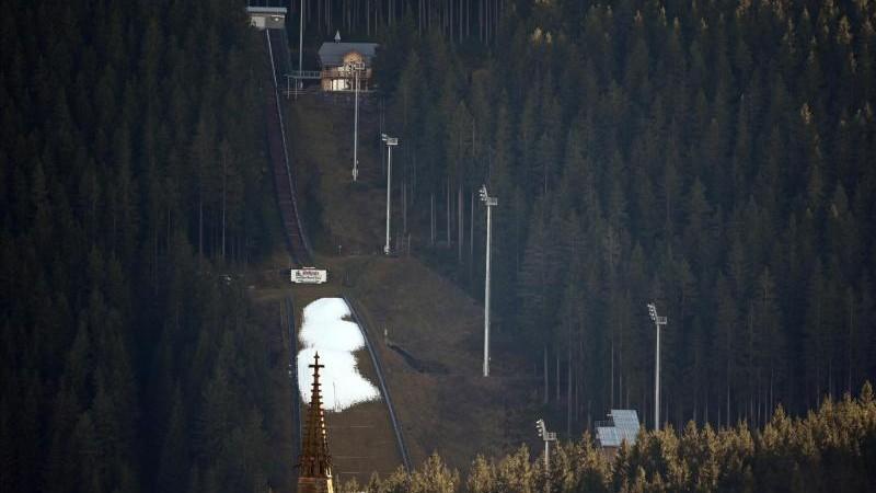 Skisprung-Quali in Titisee-Neustadt wird zur Farce