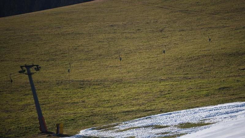 Skiliftbetreiber klagen über schleppenden Saison-Start