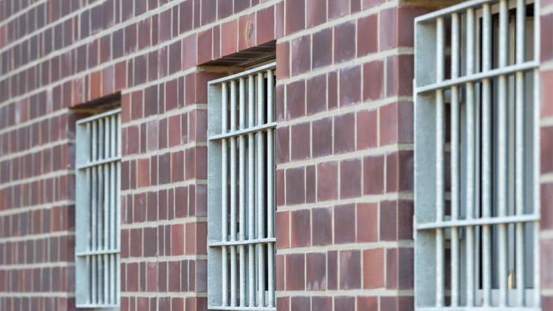 Was tut Schleswig-Holstein gegen Gefängnis-Suizide?