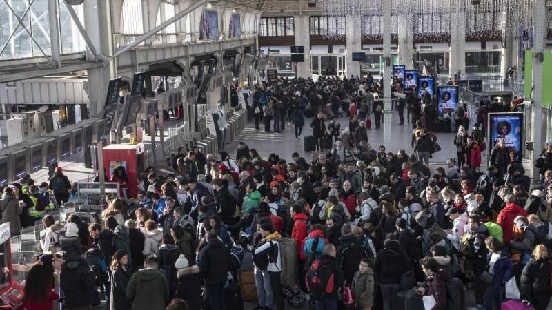 Streikfront bröckelt in Frankreich - dennoch wieder Proteste