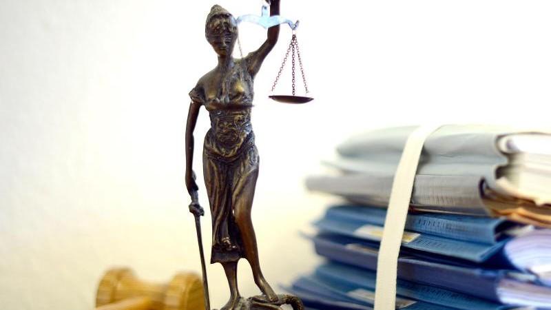 Prozess um Bombenbau: Mitangeklagte Ehefrau bleibt in U-Haft