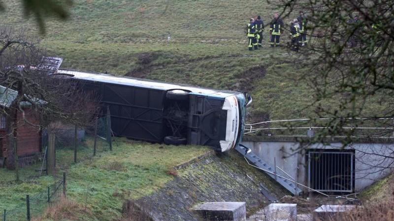 Unfälle - Mihla: Tödlicher Schulbusunfall bei Eisenach: Dorf im Schockzustand
