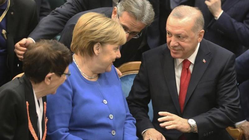 """Erdogan empfängt """"Freundin"""" Merkel betont herzlich"""