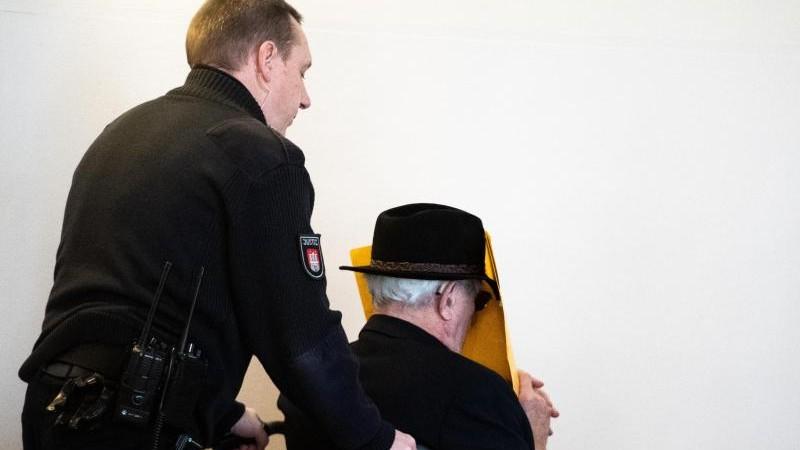 Zeuge im Stutthof-Prozess: Erhängte neben dem Weihnachtsbaum