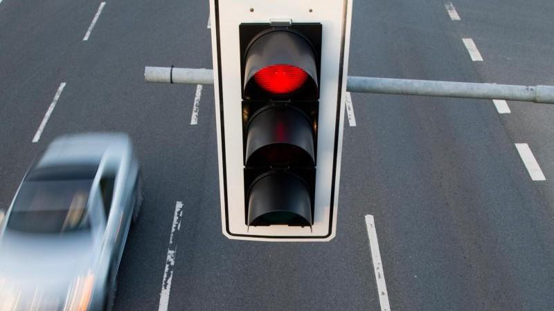 Rote Ampel ignoriert: Autofahrer schwer verletzt