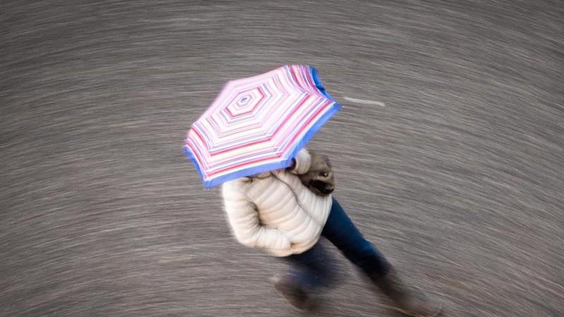 Weiterhin viel Wind und Regen im Südwesten: später ruhiger