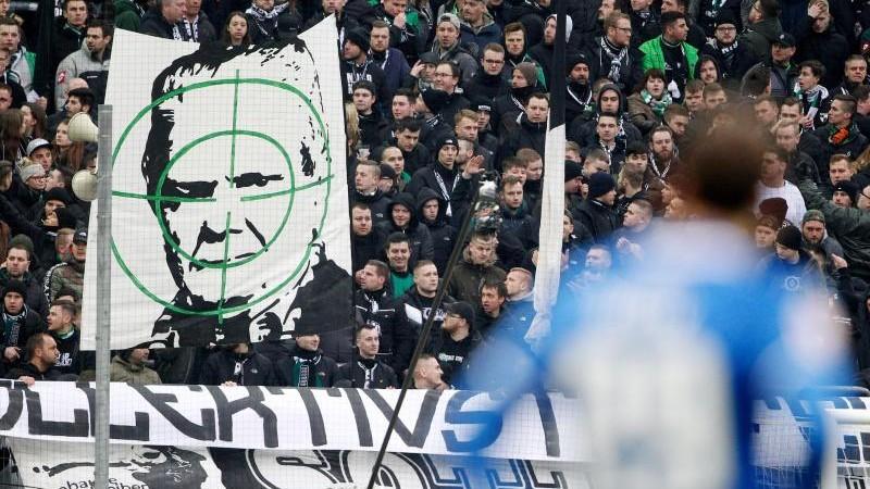 Schmäh-Plakate gegen Hopp: Eberl erhofft Fans als Aufklärer