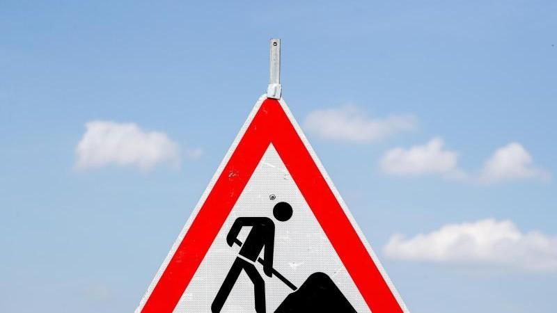Fahrbahn der A1 wird ausgebessert: Vorarbeiten am Freitag