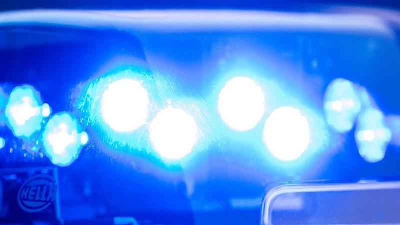 Stromausfall nach Autounfall: Verursacher flüchtet