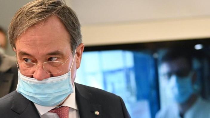 Medizinische Masken prioritär: Spahn und Laschet gegen Maskenpflicht in Deutschland