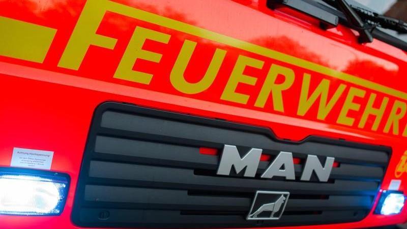 Feuer auf Autohaus-Gelände: Drei Festnahmen