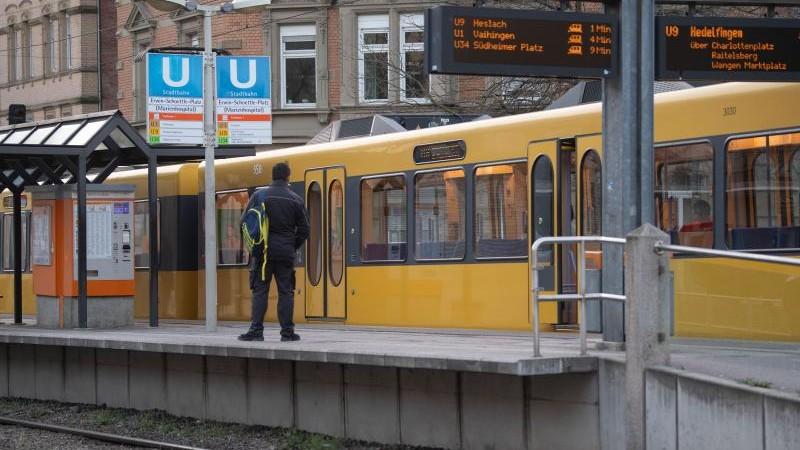 Kaum Bus- und Bahnfahrgäste: Betriebe wollen Kunden halten