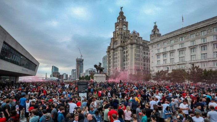 Premier League Tausende Fans Feiern Liverpools Meisterschaft