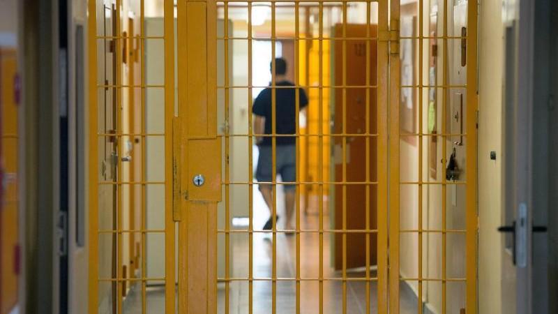 Häftlinge nähen über 10 000 Mund-Nase-Schutzmasken