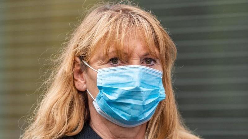Köpping denkt über Lockerung der Maskenpflicht nach