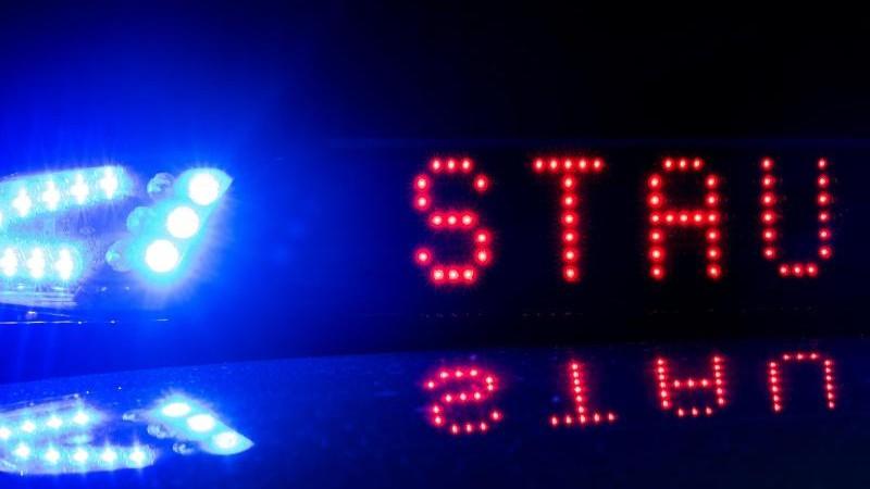 A5 nach Lkw-Unfall teilweise gesperrt: Langer Stau