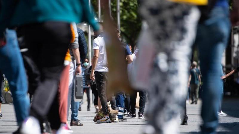 GfK: Verunsicherung wegen Corona-Zahlen mindert Kauflaune