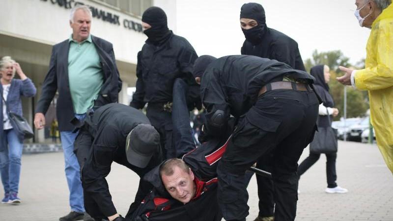 Militär und Miliz gehen gegen Lukaschenko-Gegner vor