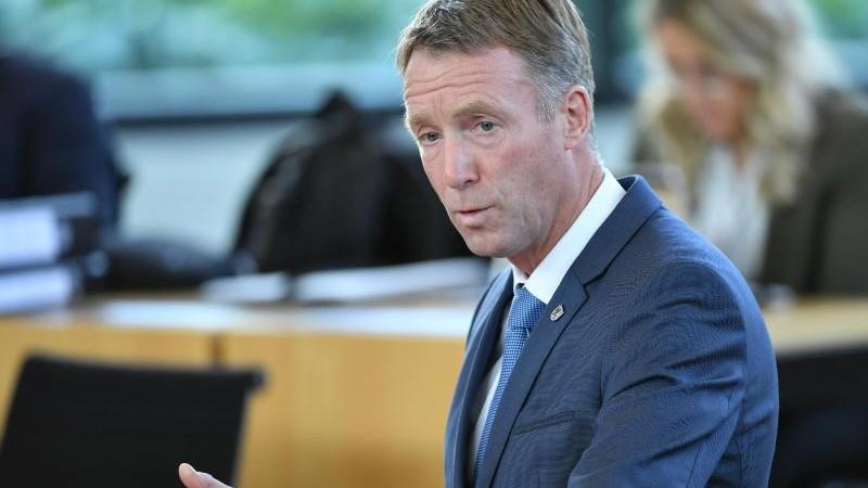 Landtag - Erfurt - Walk: Verfassungsschutz sparsam bei Nachrichtendienst