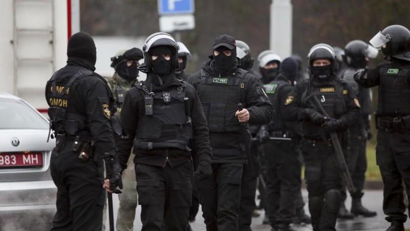 Polizeigewalt bei friedlichen Protesten gegen Lukaschenko