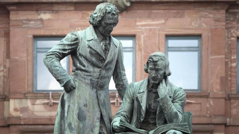 Angehörige wollen Bilder von Denkmal entfernen