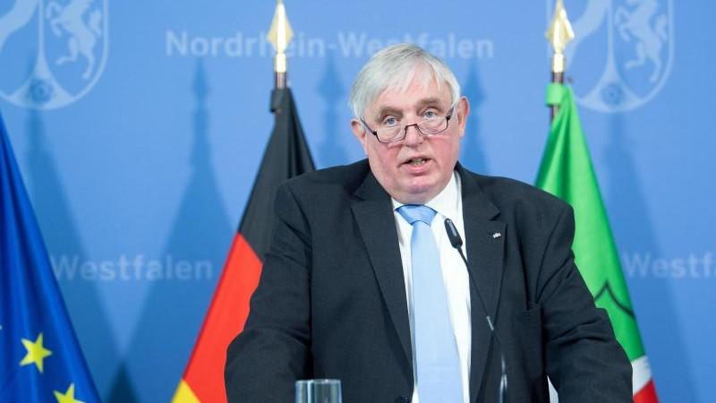 Laumann befürchtet Verzögerungen bei Lehrer-Impfungen