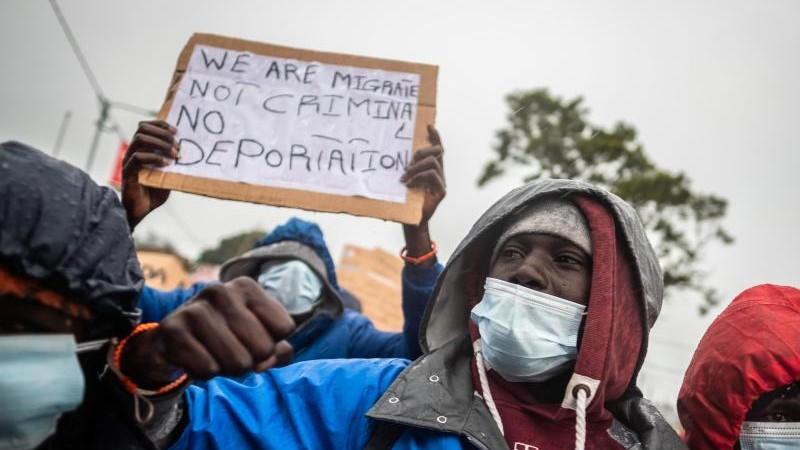 Migration - Teneriffa: Migranten fordern Reisegenehmigung aufs Festland