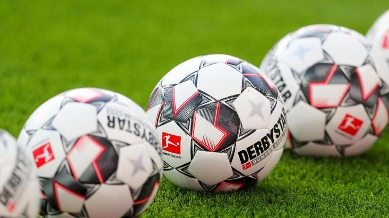 1 FC Kaiserslautern  Neu Kette-28 cm-Fussball Bundesliga
