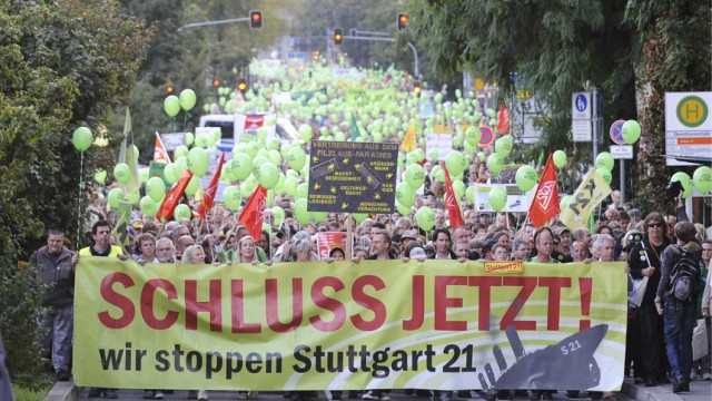 Tausende gehen wegen 'Stuttgart 21' auf die Straße