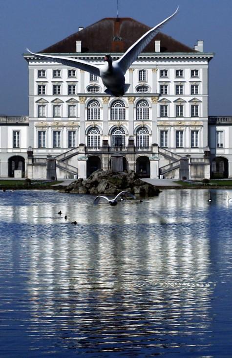 Blauer Himmel ueber Schloss Nymphenburg