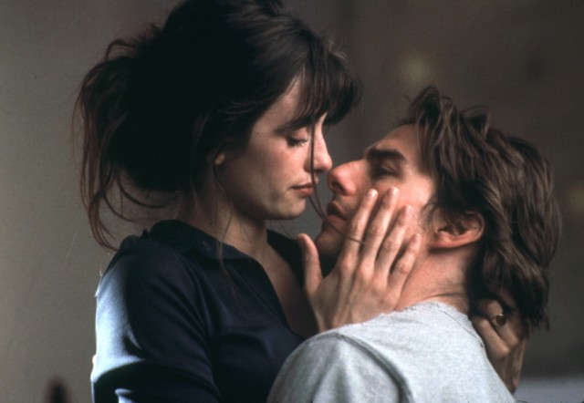 TOM CRUISE AND PENELOPE CRUZ IN SCENE FROM VANILLA SKY