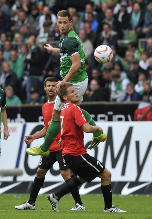 Werder Bremen's Arnautovic competes for ball with Caligiuri and Polanski of Mainz 05 during their German first devision soccer match in Bremen