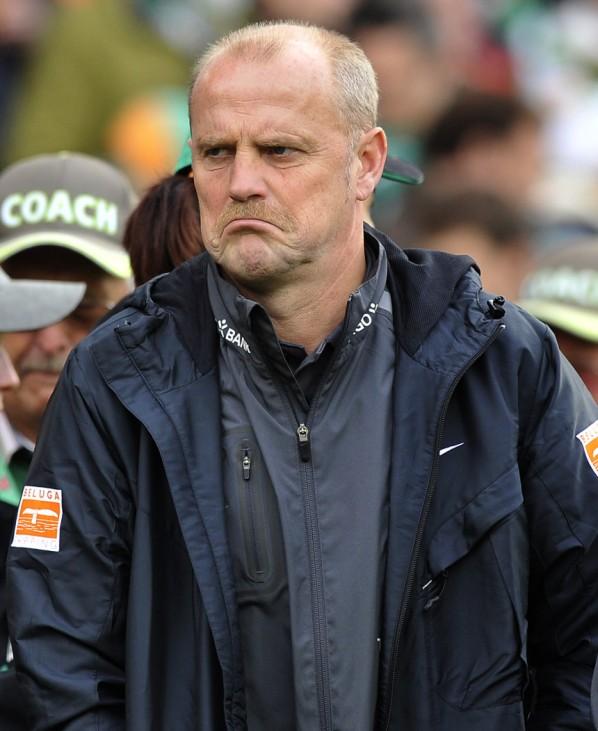 Werder Bremen's coach Schaaf reacts after first half of their German first division soccer match against Mainz 05 in Bremen