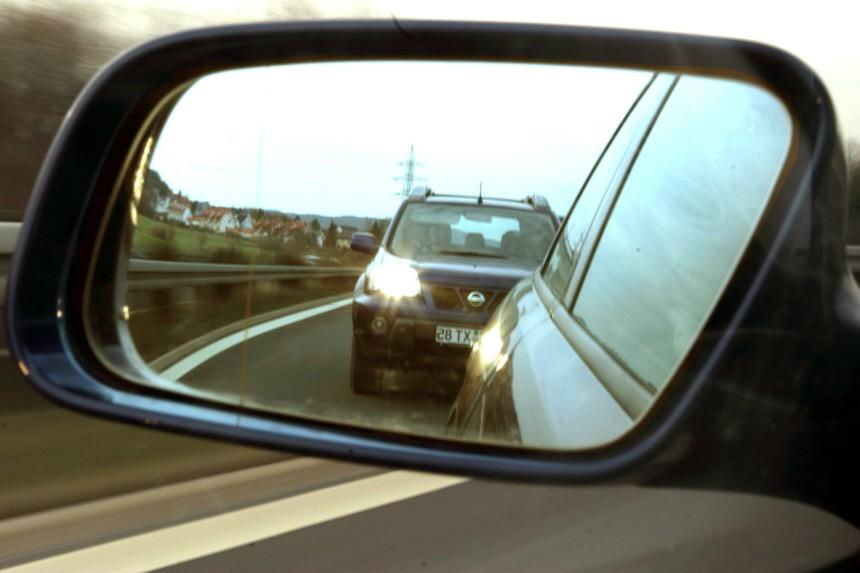 Symbolbild: Drängler auf der Autobahn, 2004