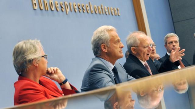 Geballte Ministerpräsenz auf der Bundespressekonferenz (v.l.): Schavan neben Ramsauer, Schäuble, Brüderle und Röttgen. Energiekonzept der Bundesregierung