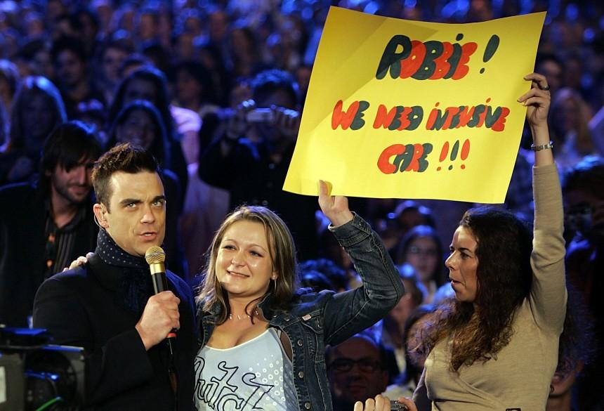 Rock star Robbie Williams performs with unidentified supporters during German TV show 'Wetten Dass' in Dusseldorf