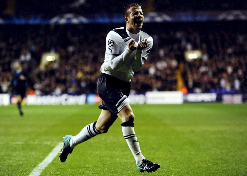 Tottenham Hotspur's van der Vaart reacts after he sees a shot saved during their Champions League soccer match in London