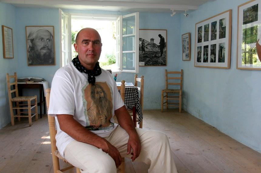Sergey Kokasin im Haus des verstorbenen Väterchen Timofej, 2006