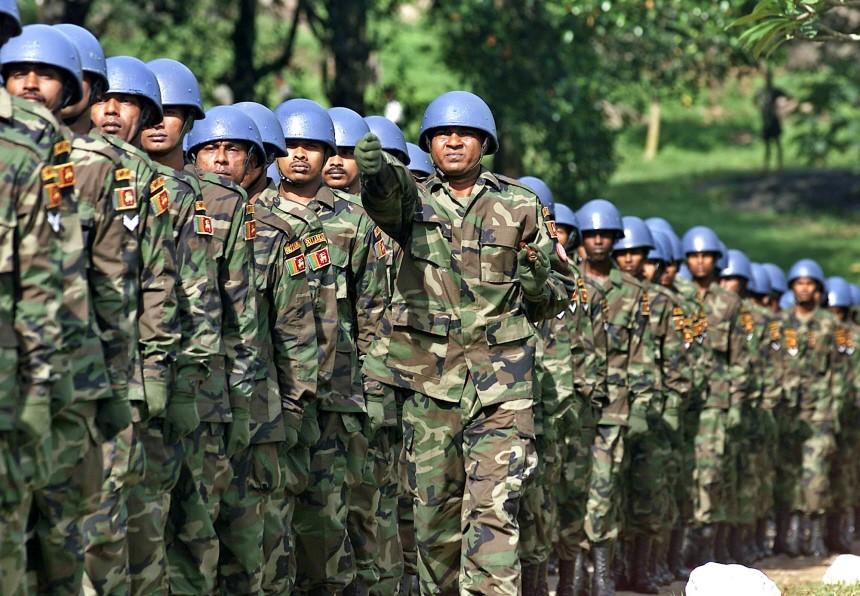 Soldaten aus Sri Lanka für einen Blauhelmeinsatz auf Haiti, 2004