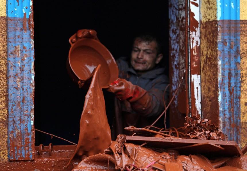 Chemieunfall in Ungarn - Schlammlawine aus Aluminiumhütte