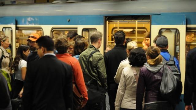 Streik im Öffentlichen Nahverkehr: Das Gedränge hat ein Ende - vorerst:In München fahren U-Bahnen, Trams und Busse wieder im regulären Takt.