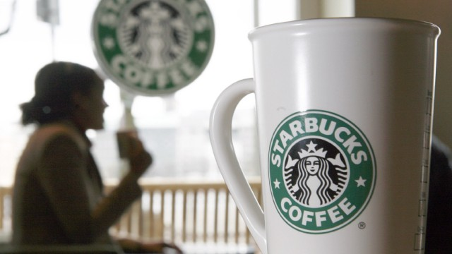 Mit Kreativität aus der Krise: Starbucks zeigt sich erfinderisch und lockt die Kunden mit kostenlosem Internetzugang und Medienangeboten.