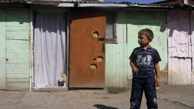 BRD: Roma-Abschiebung: Roma fristen im Kosovo ein Leben in Elend. Das bleiverseuchte Lager Cesmin Lug (im Bild)wurde erst vorige Woche geschlossen.