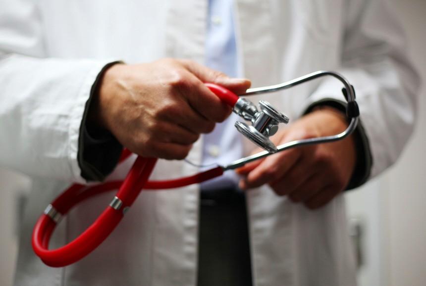 Rösler verteidigt Erhöhung der Ärztehonorare