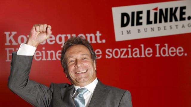 Parteichef Klaus Ernst (Die Linke) posiert in Berlin