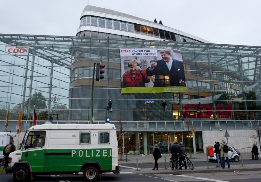 Greenpeace besetzt Dach der CDU-Zentrale