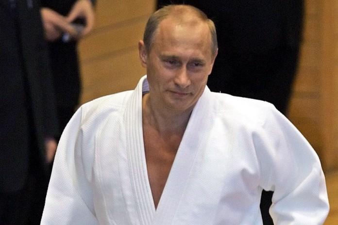 Russlands Regierungschef als Kampfsportler: Putin nimmt Judo-DVD auf